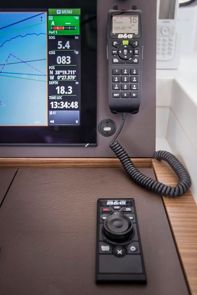 Zeus³ Glass Helm 19 Display | B&G Sailing Electronics